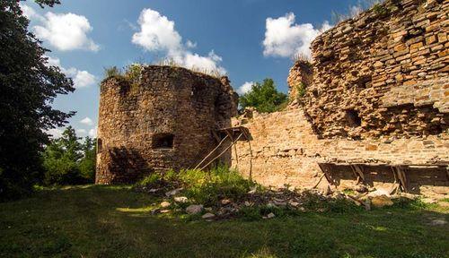 Обитаемый замок: призраки еврейских Микулинец