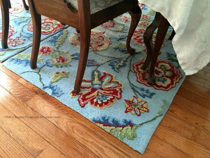 https://img.readitlater.com/i/beerotwomen.ru/wp-content/uploads/2016/01/dining-room-rug-aqua-floral-wm/RS/w704.jpg